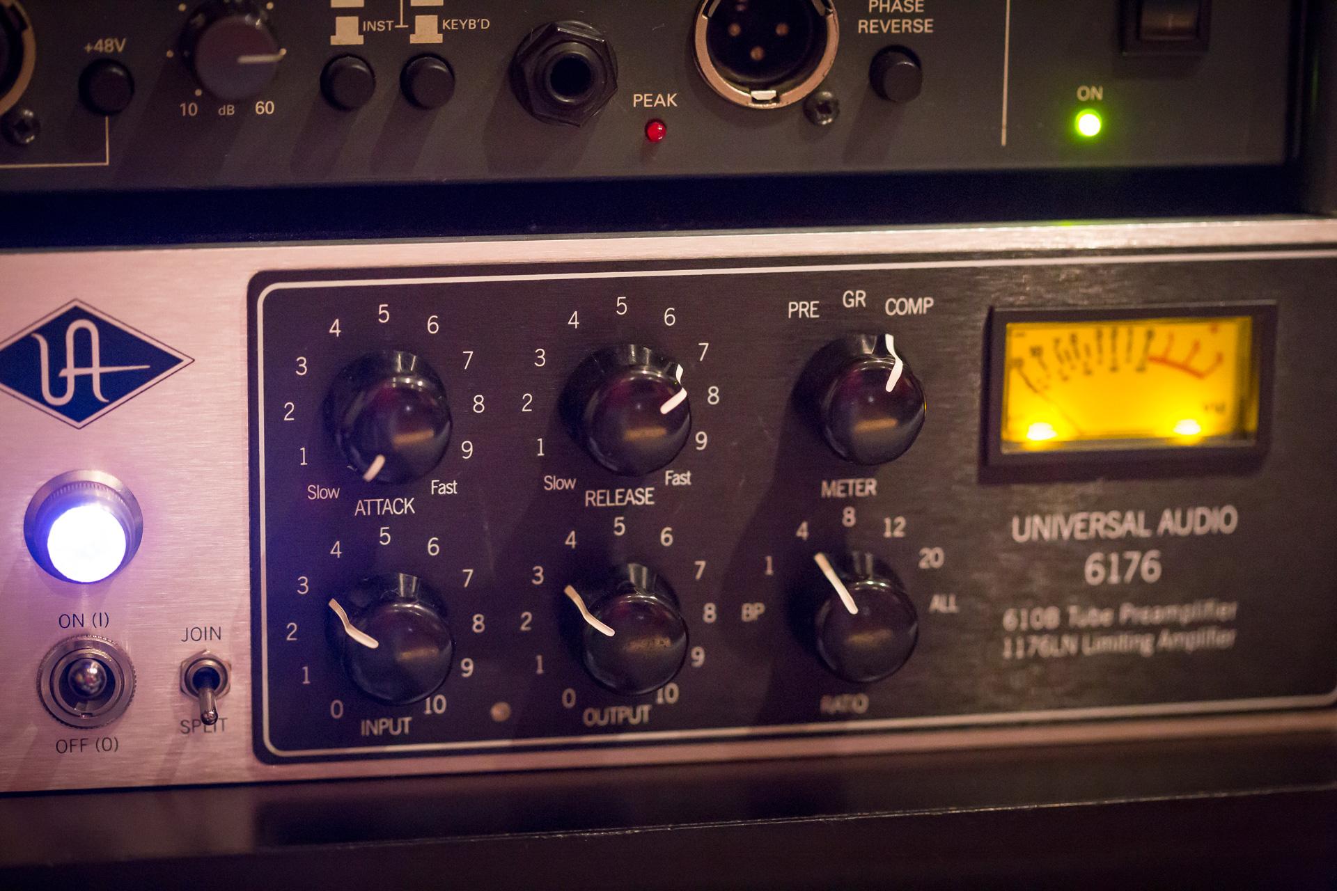universal-audio-6176-1